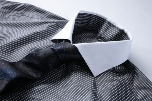 Jaki krawat do koszuli w paski