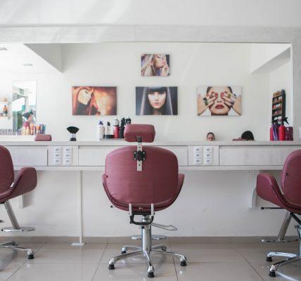 Lokalny gabinet kosmetyczny może promować swoją działalność w internecie poprzez Google Moja Firma.